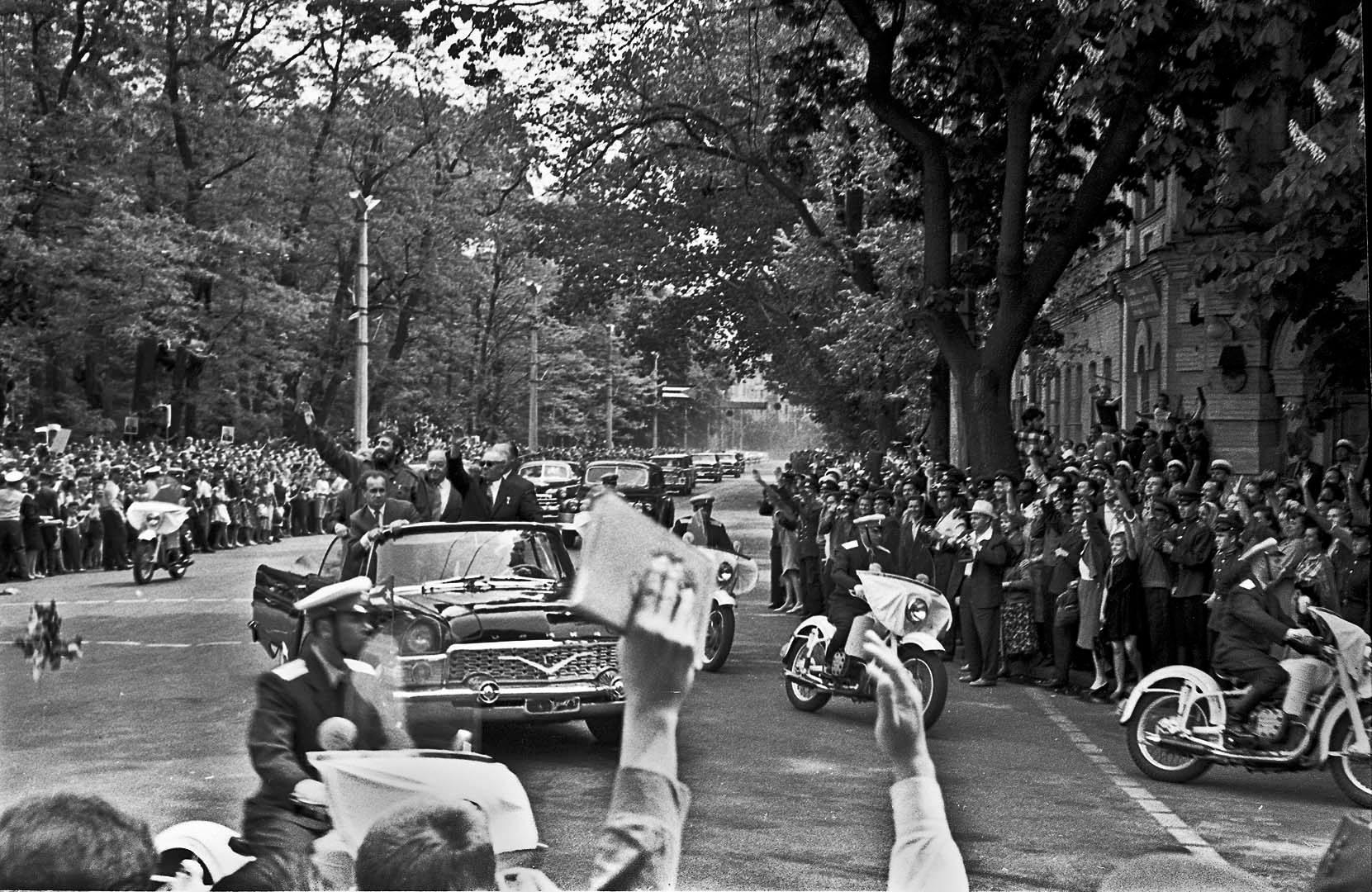 1963, Kyiv dwellers meeting Fidel Castro by Iryna Pap - SEE KYIV