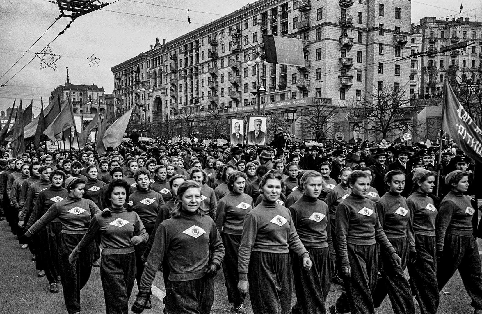 1958, Khreshchatyk, 41th anniversary of the October revolution by Iryna Pap - SEE KYIV