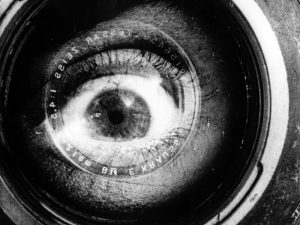 chelovek-s-kinoapparatom-man vith videocamera